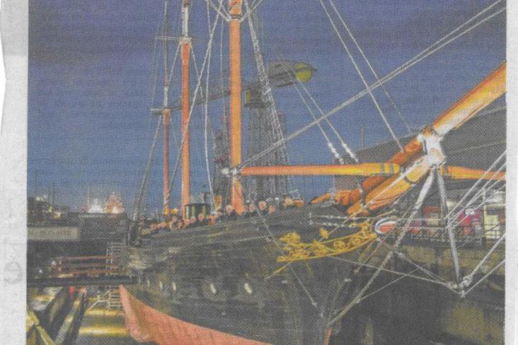 Beersnielsen belicht stoom-zeilschip De Bonaire in droogdok