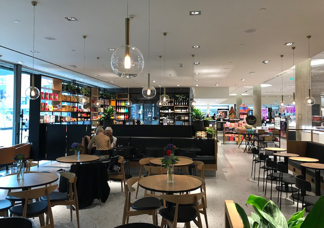 Beersnielsen belicht cafe Bijenkorf Rotterdam