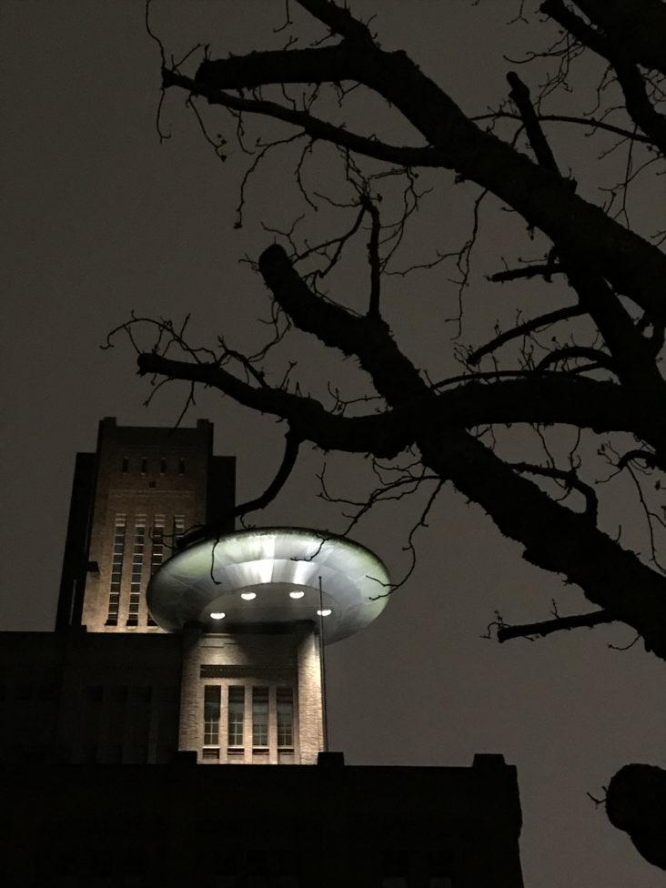 Beersnielsen licht de UFO van Marc Ruygrok uit. Inktpot Utrecht.